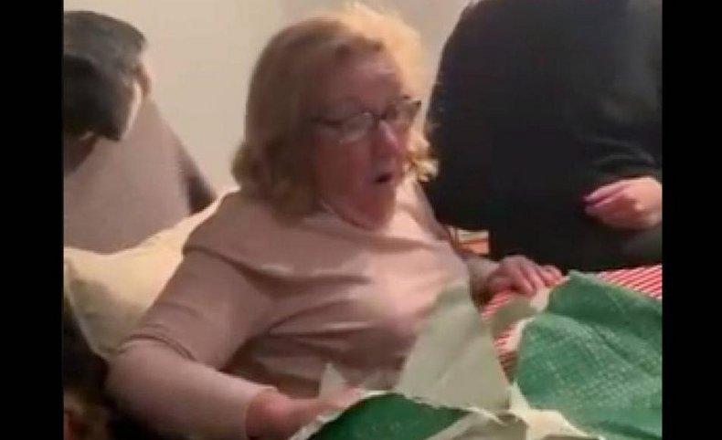Una abuela de 71 recibió el regalo esperado en su infancia