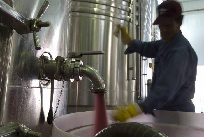 Autobloqueo de vinos: estiman alcanzar los 80 millones de litros
