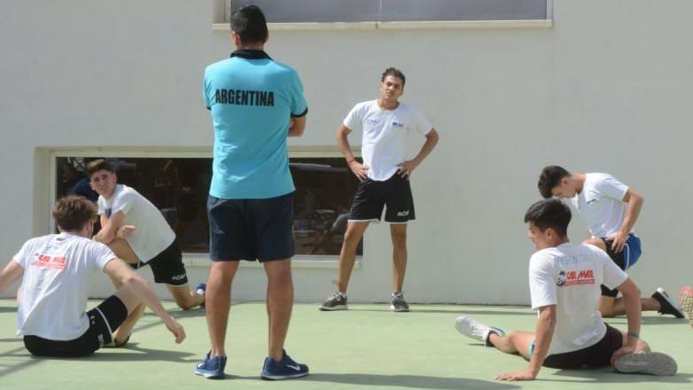 Las Águilas y el Sub 19 trabajan en suelo español