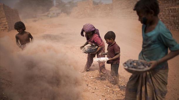 Casi uno de cada diez niños en el mundo está trabajando