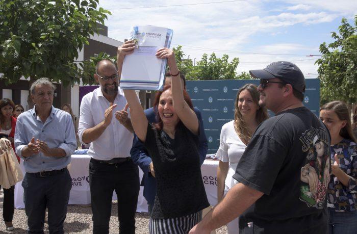 Familias de Godoy Cruz concretaron el sueño de la casa propia