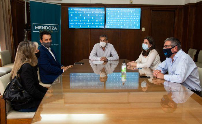 Mendoza Activa: clubes, centros médicos y hoteles firman contratos